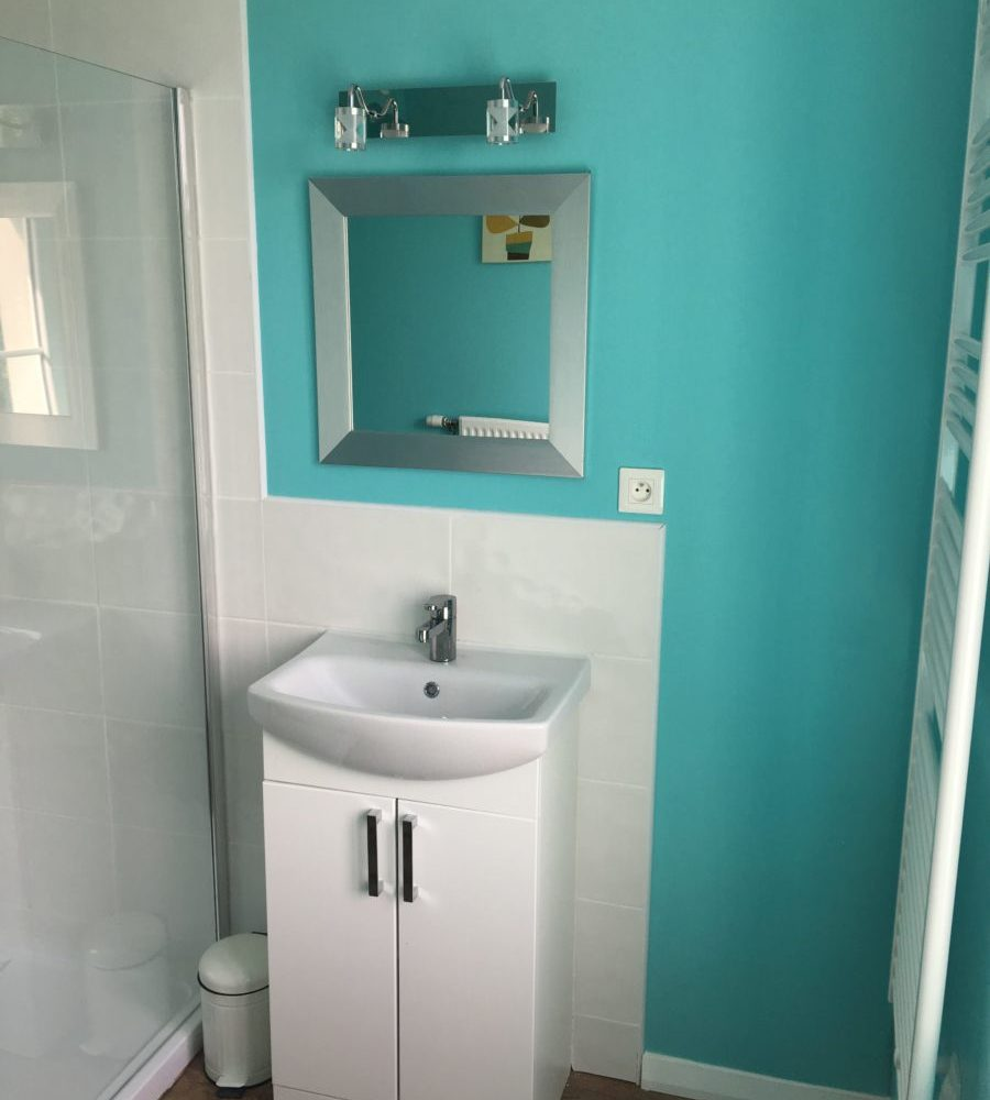 Family Fun Holidays Normandy Self Catering Lettings Main Bathroom Vanity Unit