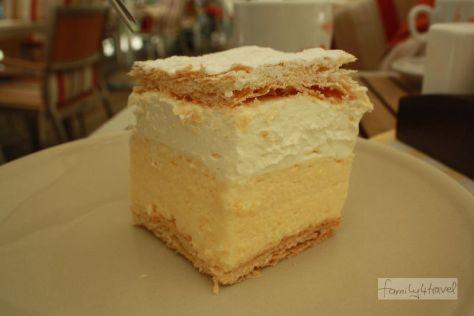 Geht so: Der Bleder Kuchen ist wohl der Verkaufsschlager der Region, kommt bei family4travel aber nur so mittelmäßig an.
