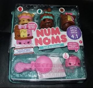 Num Noms Series 4 Family Clan Review