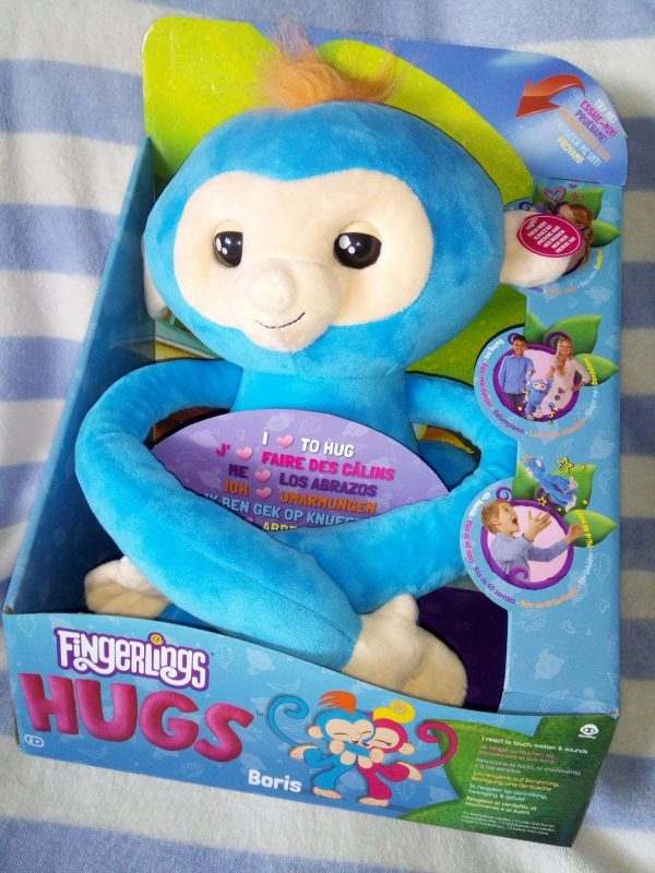 Fingerlings HUGS review by Family Clan