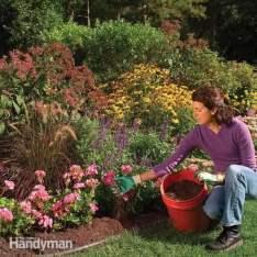 FH04APR_GUIMUL_01-2 mulch colors mulch backyard