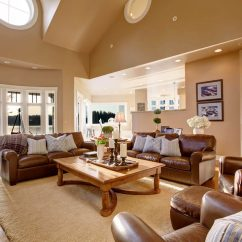 Traditional Home Living Room Decorating Ideas Corner Mini Bar 14 Style Decor That Are Still Cool The Leather Couch And Chairs
