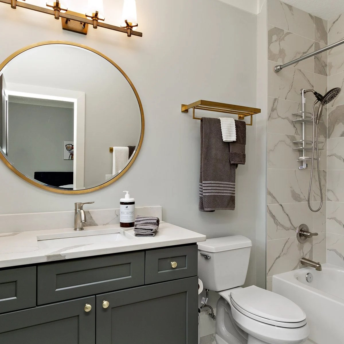 the best colors for small bathrooms
