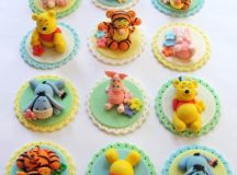 Winnie the Pooh Cake and Cupcakes Decorating Ideas ...
