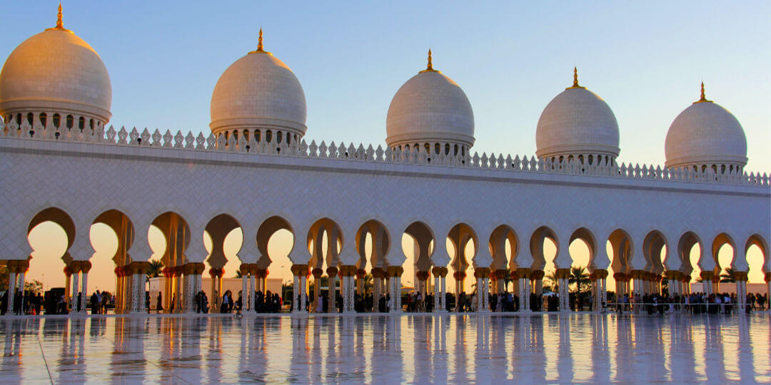 Skeikh Zayed Grand Mosque sunset | Guide to visiting Abu Dhabi from Dubai | Family Travel in the Middle East