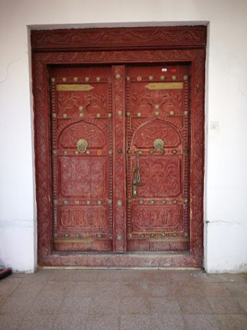 Elaborate doors in Sur