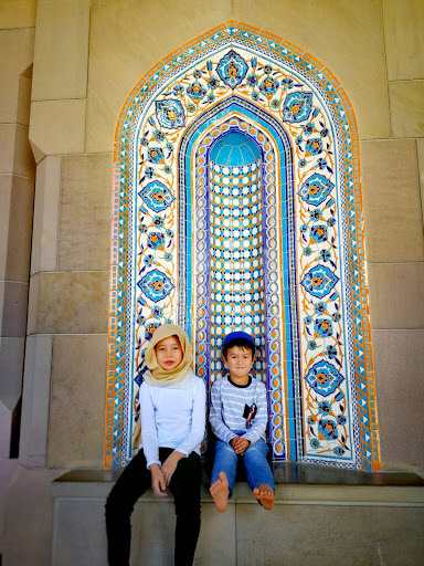 The Sultan Qaboos Grand Mosque in Muscat Oman - kids with Mosaic design