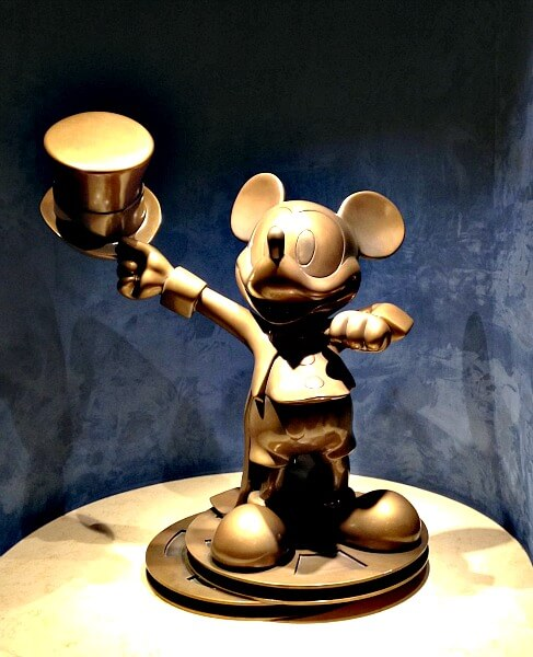 """Golden Mickey"""