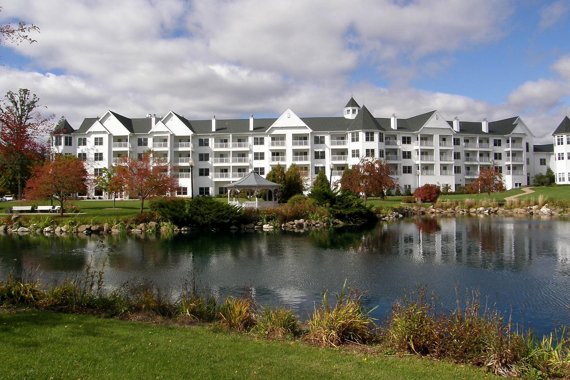 exterior view of Osthoff Resort; Courtesy of Osthoff Resort