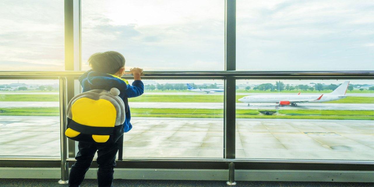 KidsCarryOn; Courtesy of ISSARET YATSOMBOON/Shutterstock.com