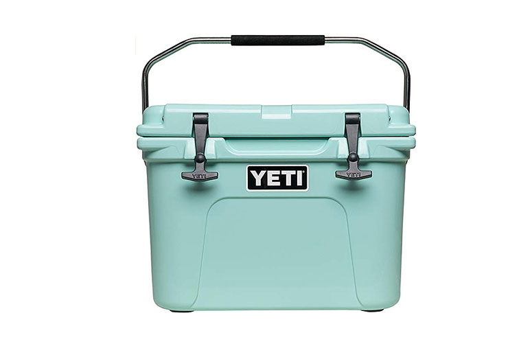 Yeti Roadie 20 Beach Cooler in Mint