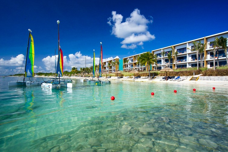Aguamarina - Oceanfront Family Buildings; Courtesy of Club Med Cancun Yucatan