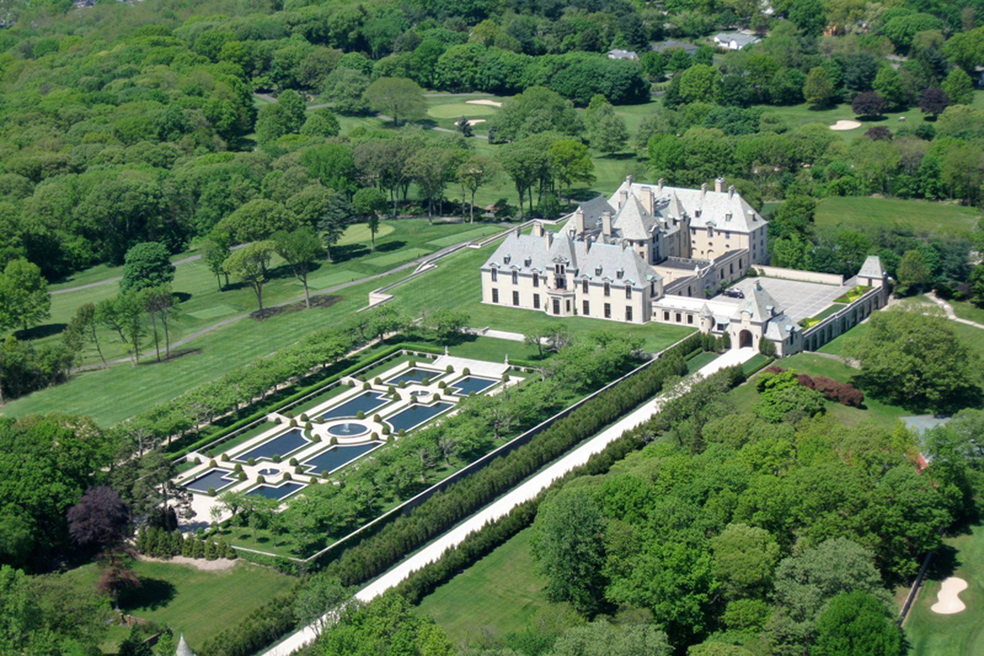 Aerial shot of Oheka Castle and gardens