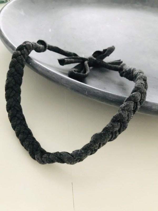 Donkergrijs gevlochten haarband
