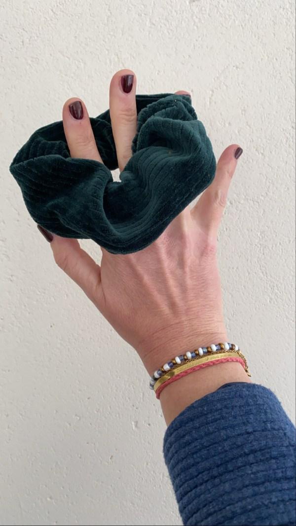 Scrunchie: rib donkergroen