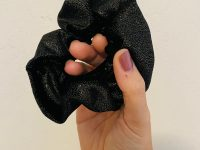 Scrunchie: zwart velvet met gouden glitters