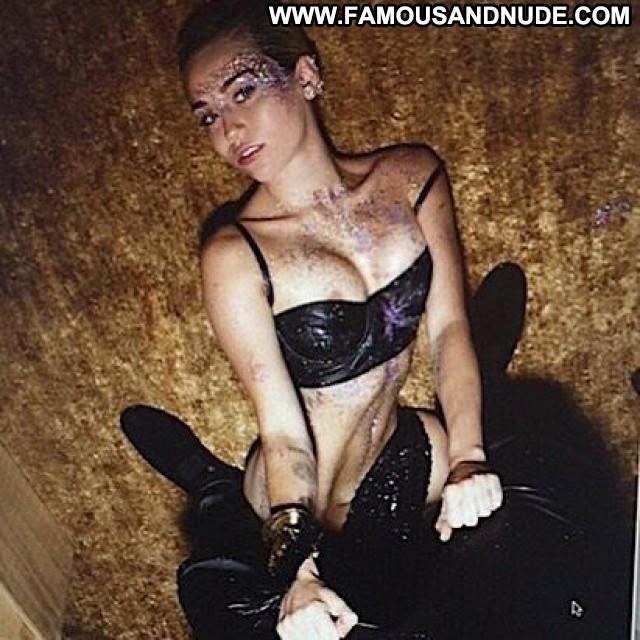 Miley Cyrus American Singer Actress Slender Beautiful Babe Celebrity