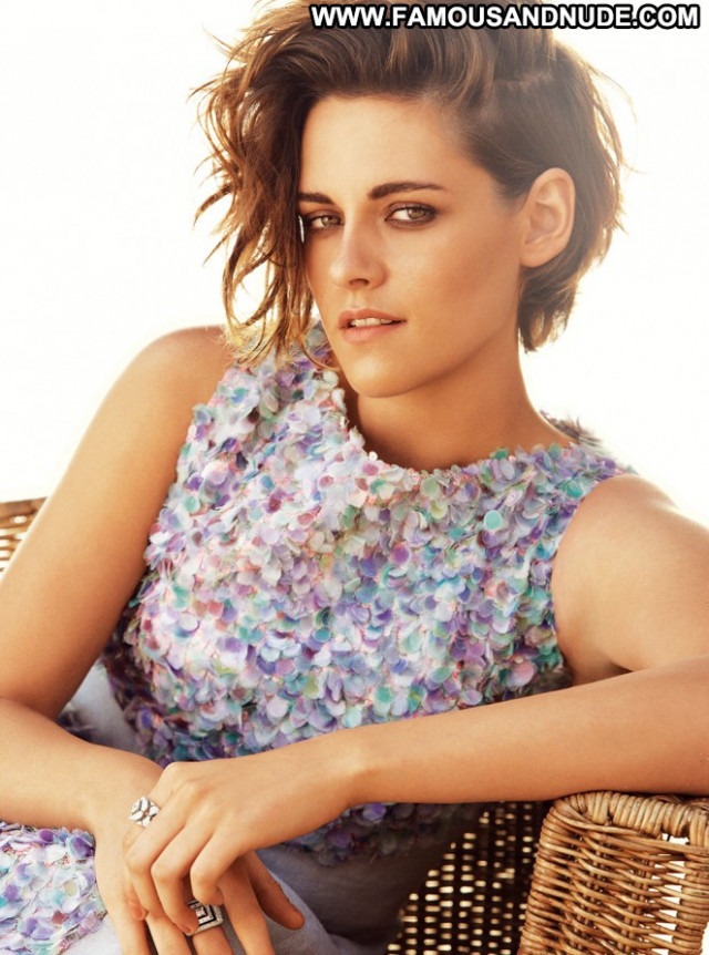 Kristen Stewart Beautiful Celebrity Paparazzi Uk Magazine Posing Hot