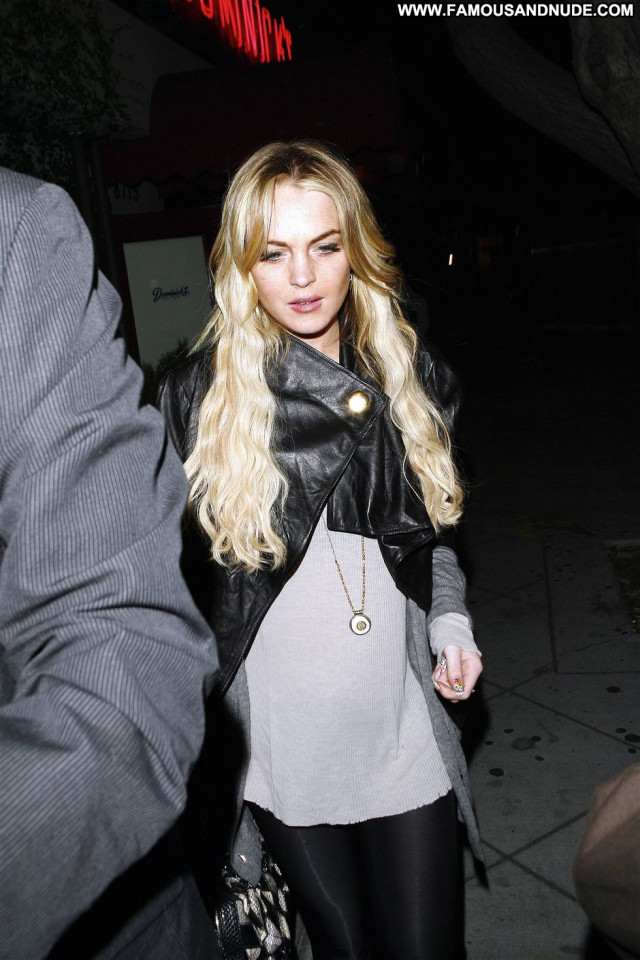 Lindsay Lohan Beautiful Celebrity Posing Hot Restaurant Babe