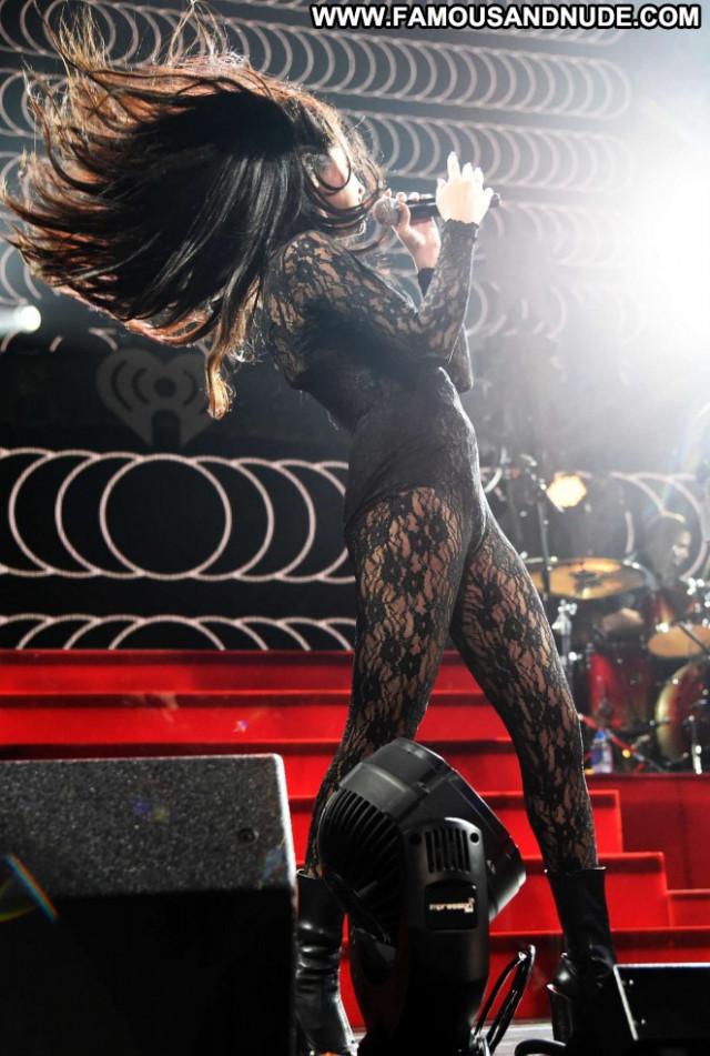 Selena Gomez Paparazzi Posing Hot Beautiful Babe Celebrity Famous