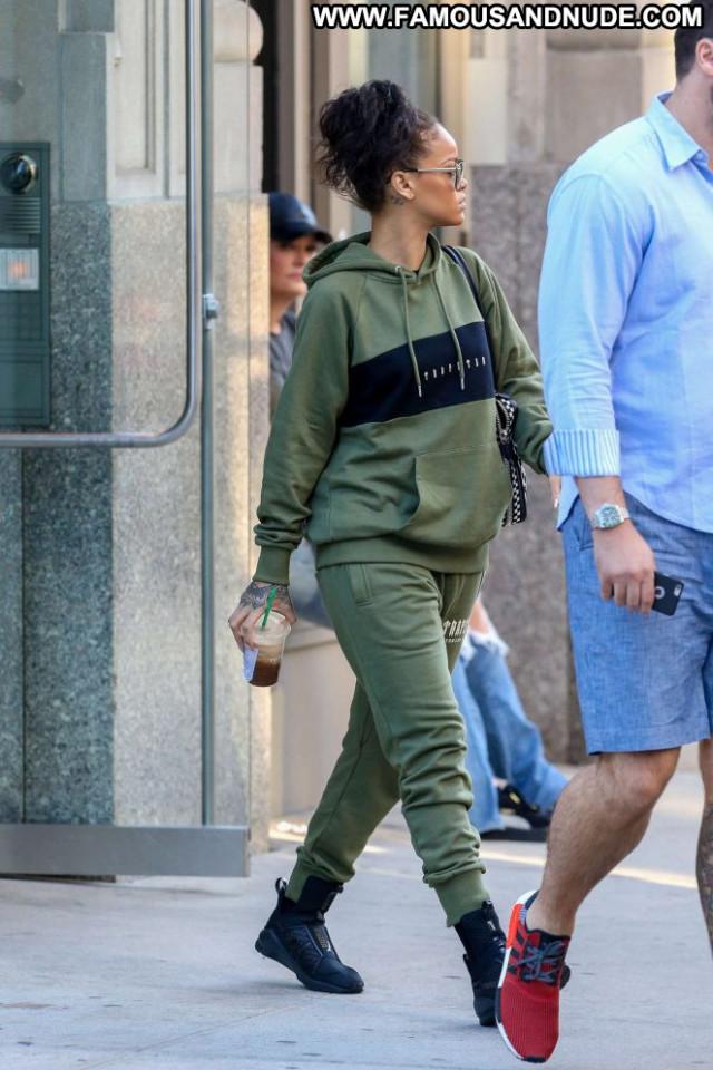 Rihanna New York Paparazzi New York Babe Posing Hot Celebrity