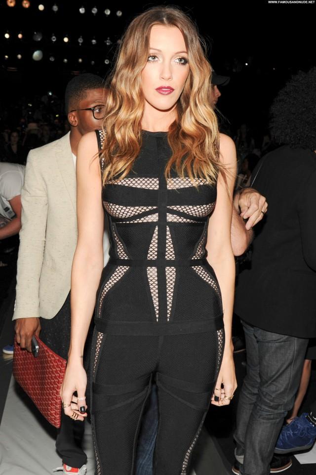 Katie Cassidy Fashion Show High Resolution Beautiful Fashion