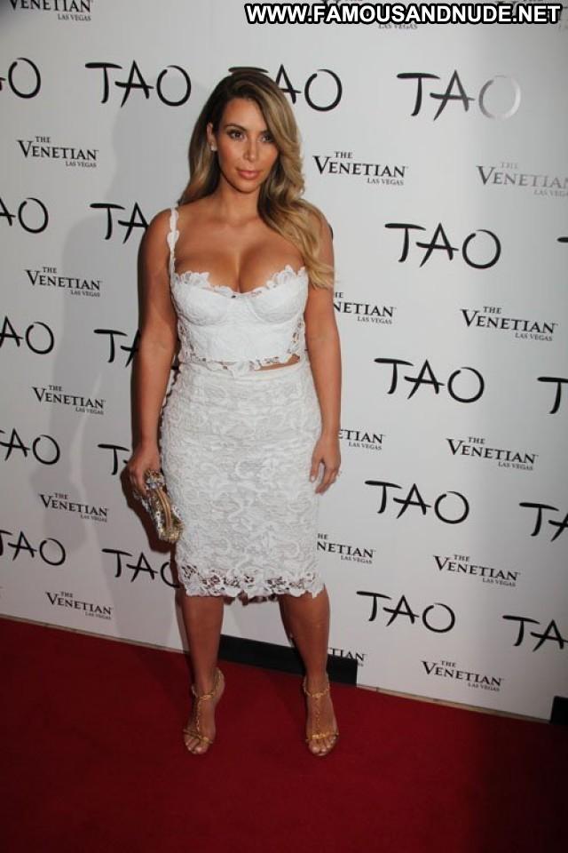 Kim Kardashian Nightclub In Las Vegas Posing Hot Beautiful Babe
