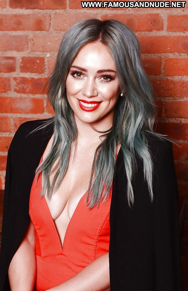 Hilary Duff Pictures Hot Sea Sexy Celebrity Blonde Babe Actress