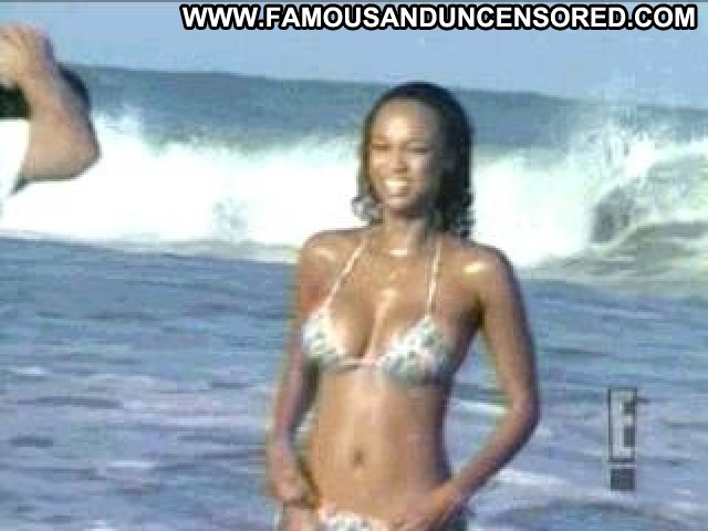Tyra Banks E Beach Sexy Cute Famous Doll Posing Hot Gorgeous Hd