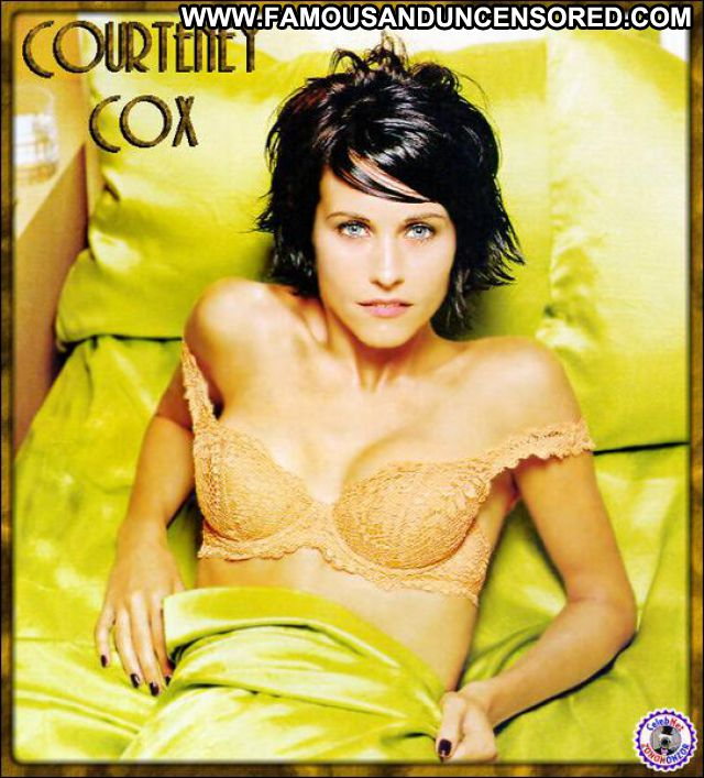 Courteney Cox Famous Blue Eyes Posing Hot Babe Actress Hot Posing Hot