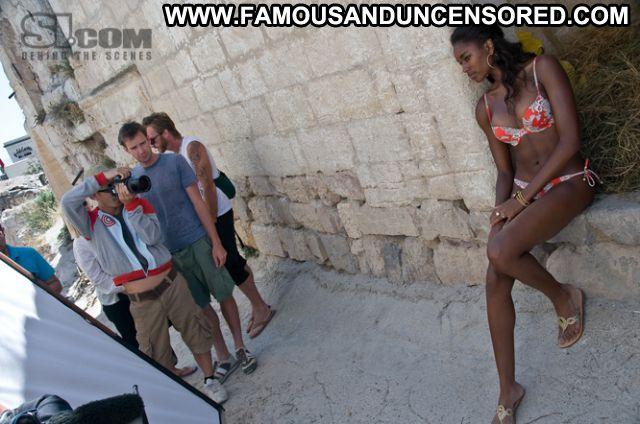 Damaris Lewis Posing Hot Famous Celebrity Babe Cute Ebony Posing Hot
