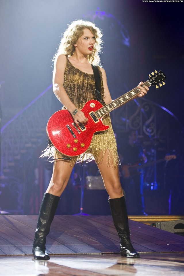 Taylor Swift Performance Beautiful Babe Celebrity Posing Hot High