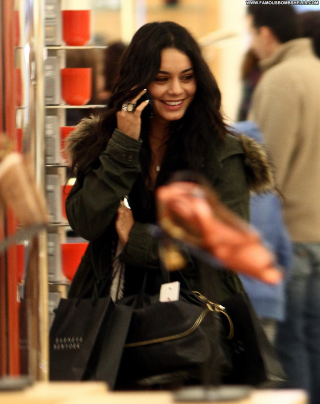 Vanessa Anne Hudgens Posing Hot Babe Beautiful Celebrity Doll Nude