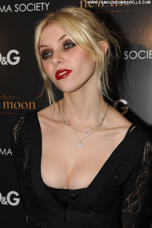 Taylor Momsen New York Beautiful New York Mom Paparazzi Celebrity