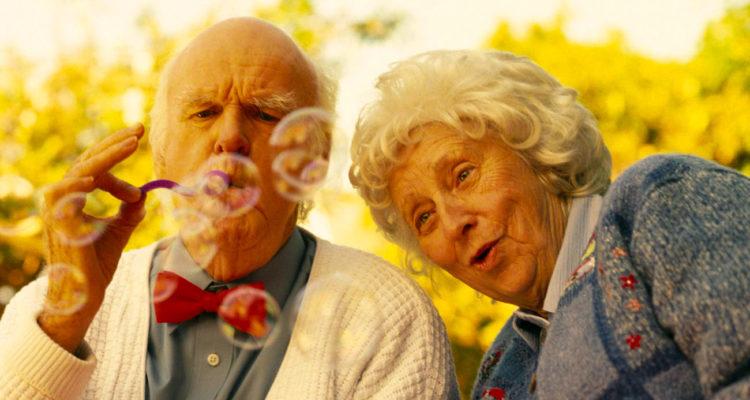 Периода на старостта е ново изпитание за семейните отношения.