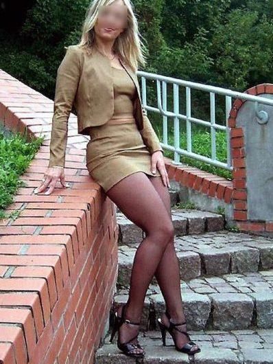 Céline, cougar bi aimerait son premier rdv avec un jeune couple