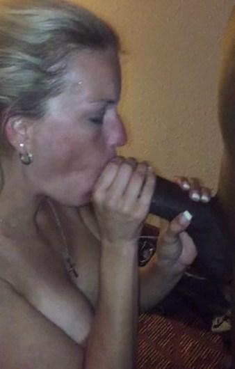 Bourgeoise mure recherche gros sexe noir à biberonner