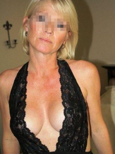 Cougar sexy de Bordeaux pour un trio sexe