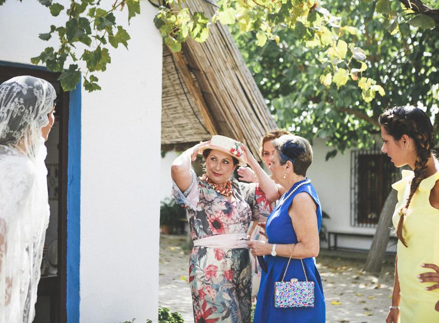 12 madre novia sombrero colores flores diversión