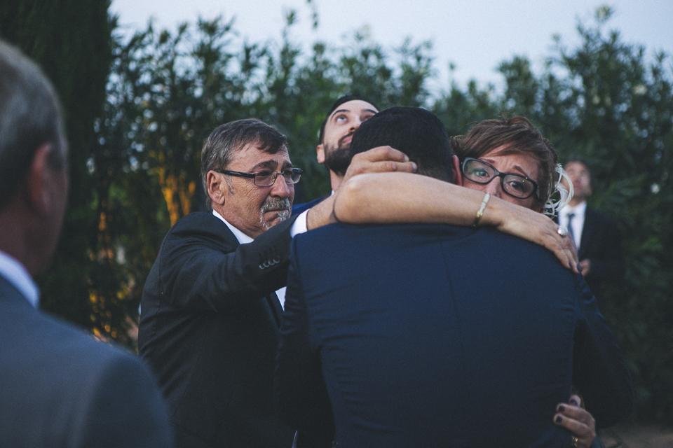 40 abrazo de madre y novio en boda