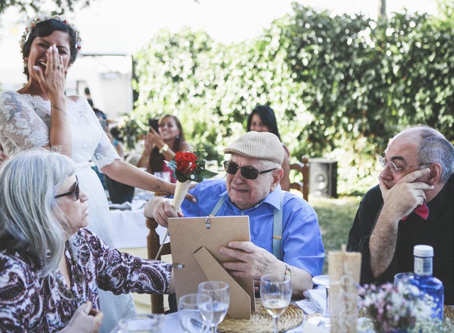 41 abuelo lagrimas alegria novia