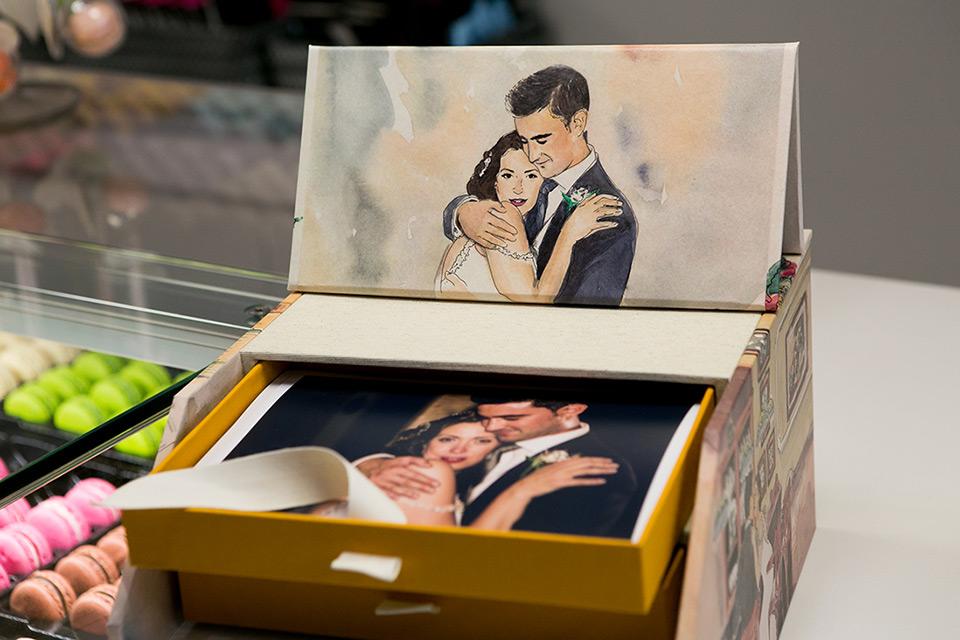 retrato de novios en acuarela caja de fotos en acuarela