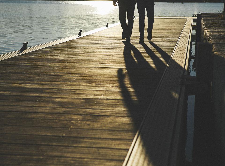 08 detalle piernas y sombra en puerto valencia