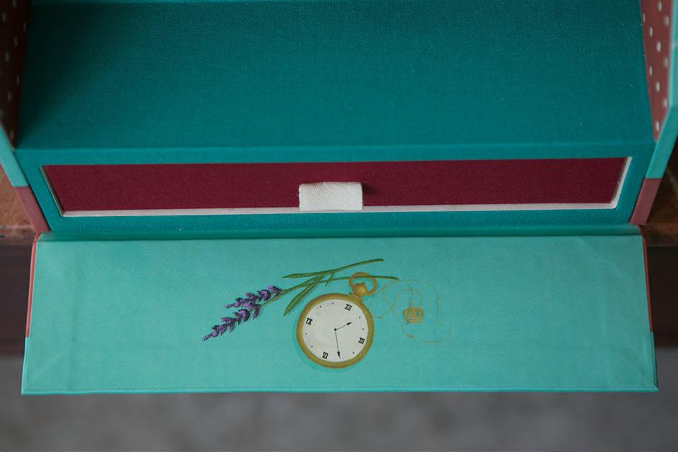 ilustracion de reloj y lavanda