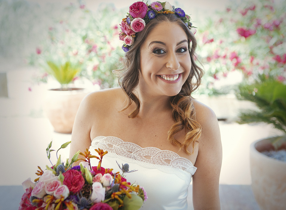 15 novia feliz con corona de flores
