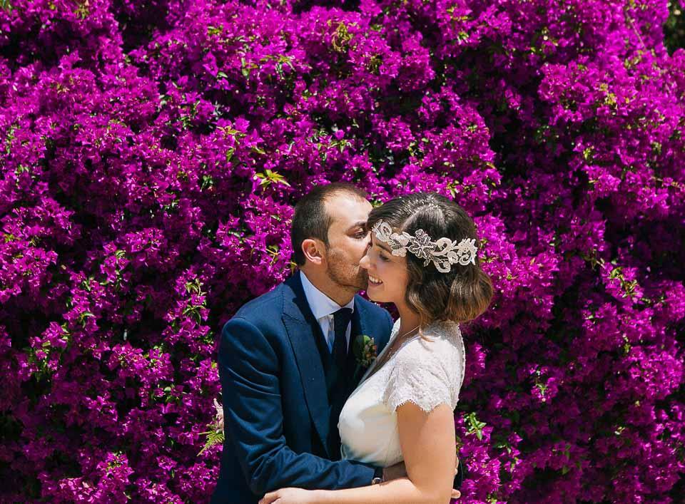 24 pareja de recein casados besandose
