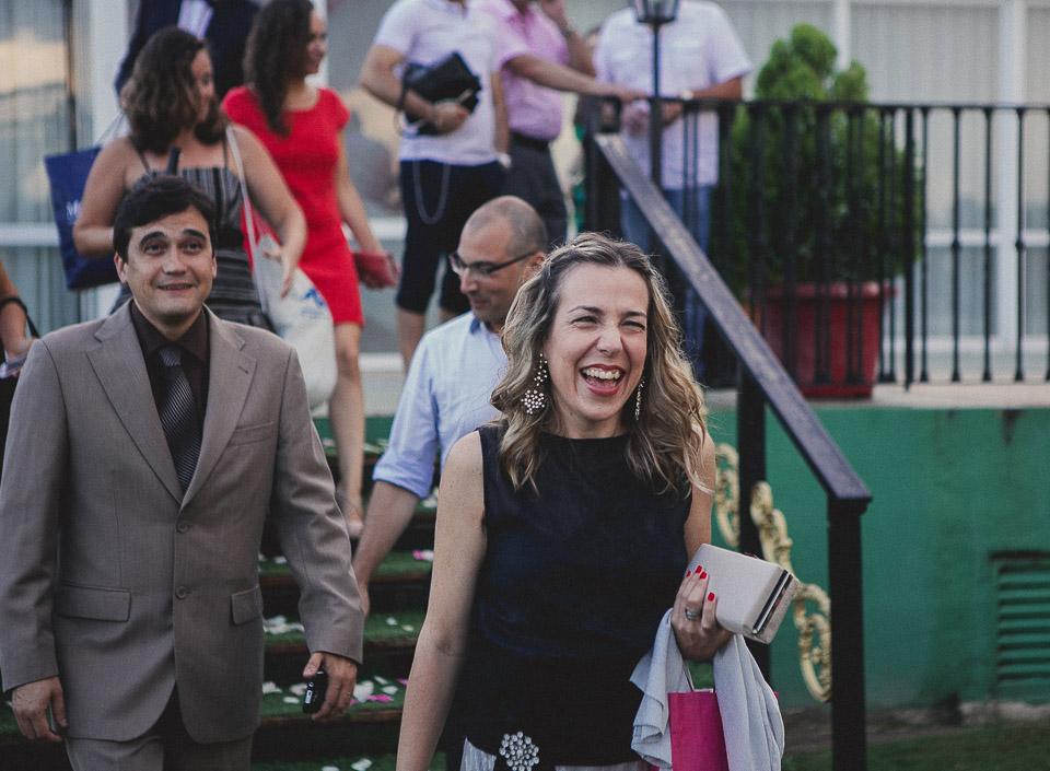 32 amiga emocionada de boda