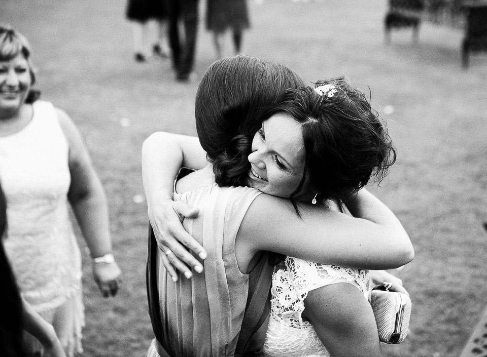 45 abrazo amigas de las novias