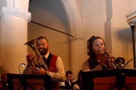 Duet Hans en Monica onder begeleiding van het orkest