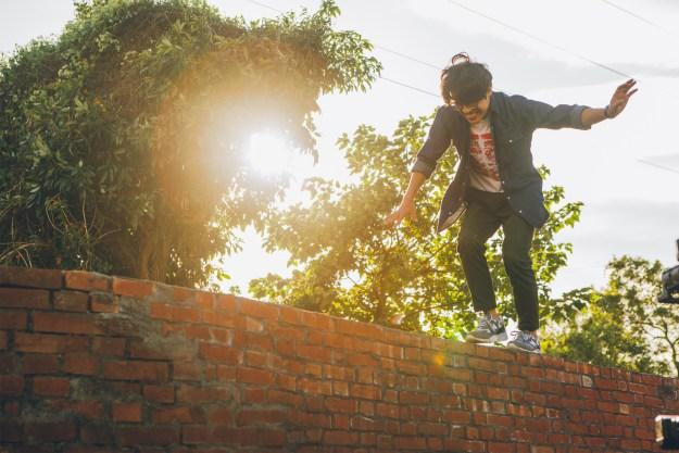 《花甲》盧廣仲為電影下功夫,飛簷走壁樣樣來_氧氣電影提供